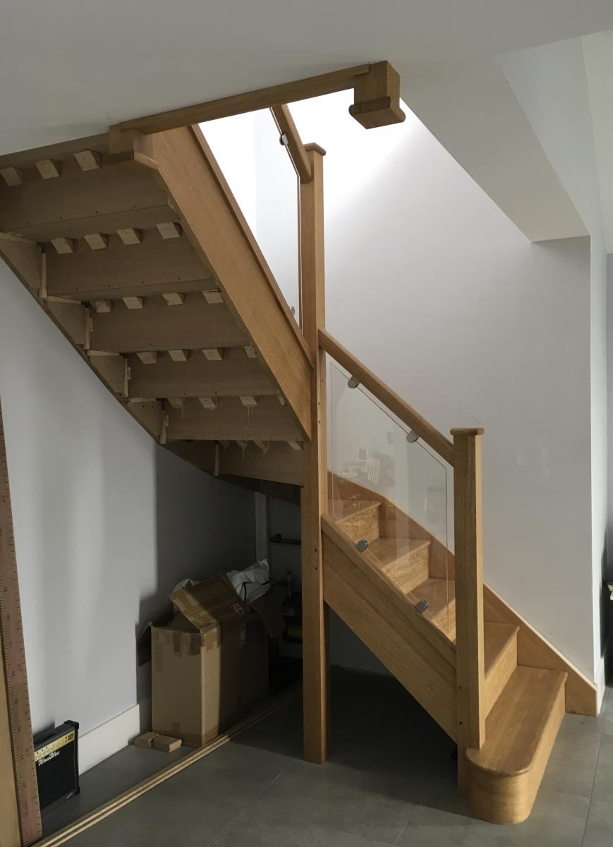 For Sale: Oak and glass staircase Image 4