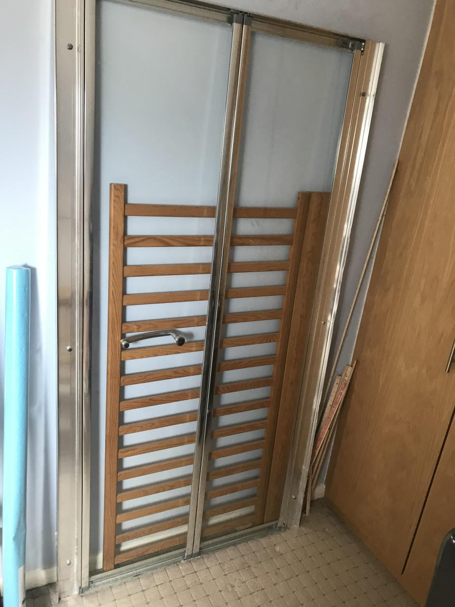 For Sale: Shower sliding door in good condition  Image 2