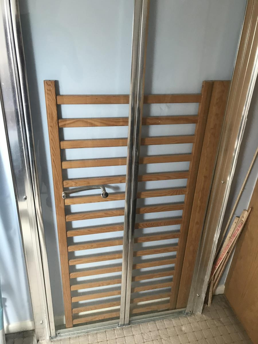 For Sale: Shower sliding door in good condition  Image 1