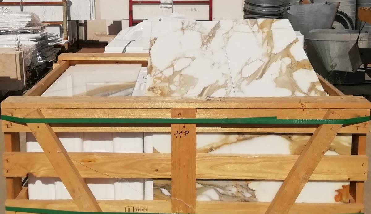 For Sale: LONDON CALACATTA MARBLE Image 2