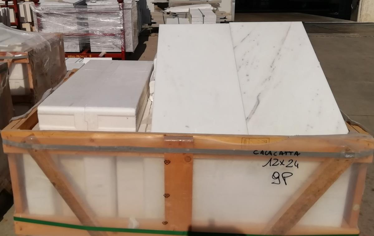 For Sale: LONDON CALACATTA MARBLE Image 5
