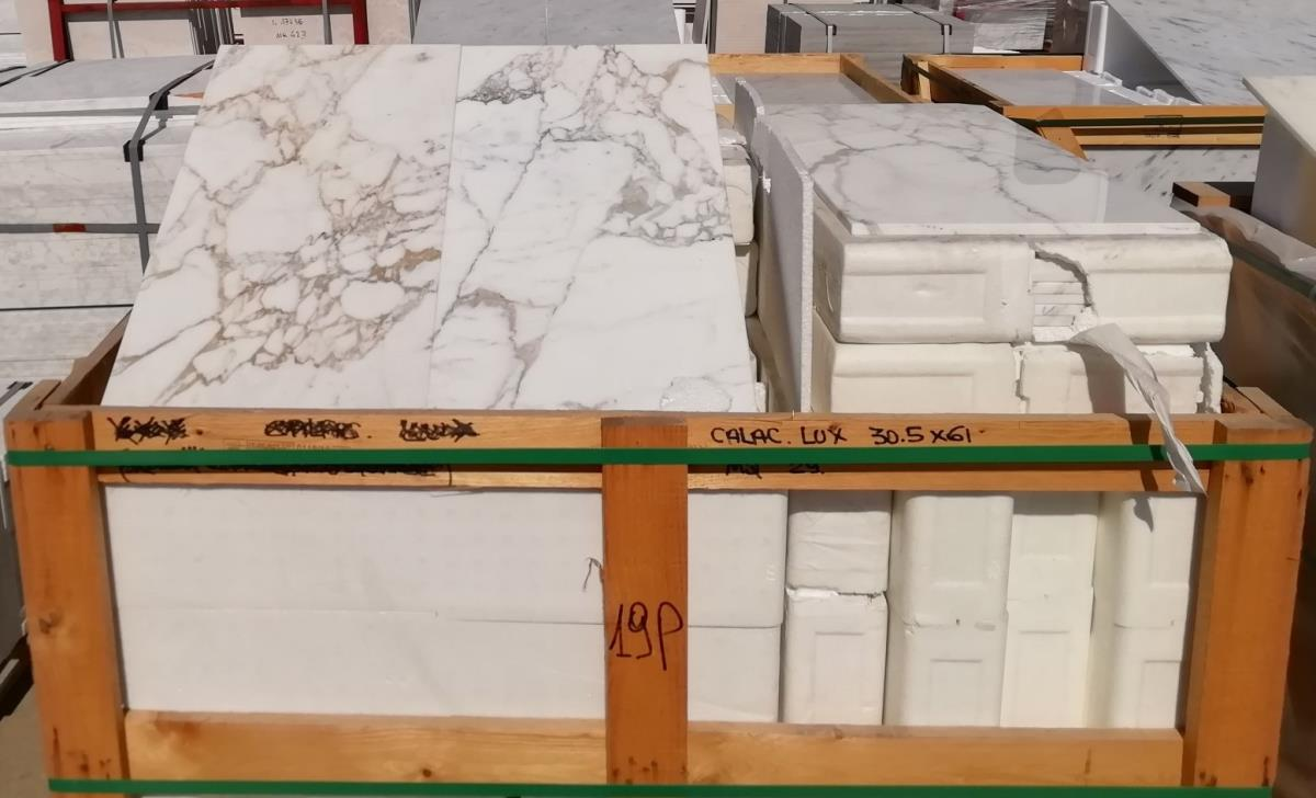 For Sale: LONDON CALACATTA MARBLE Image 3